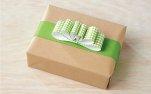 Prezent, pudełko z zieloną kokardką